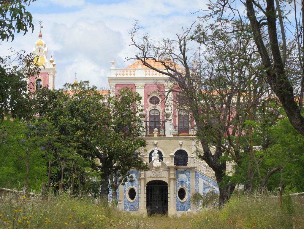 The derelict part of the Palacio de Estoi