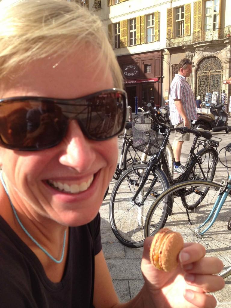 Enjoying macaroons, Nice