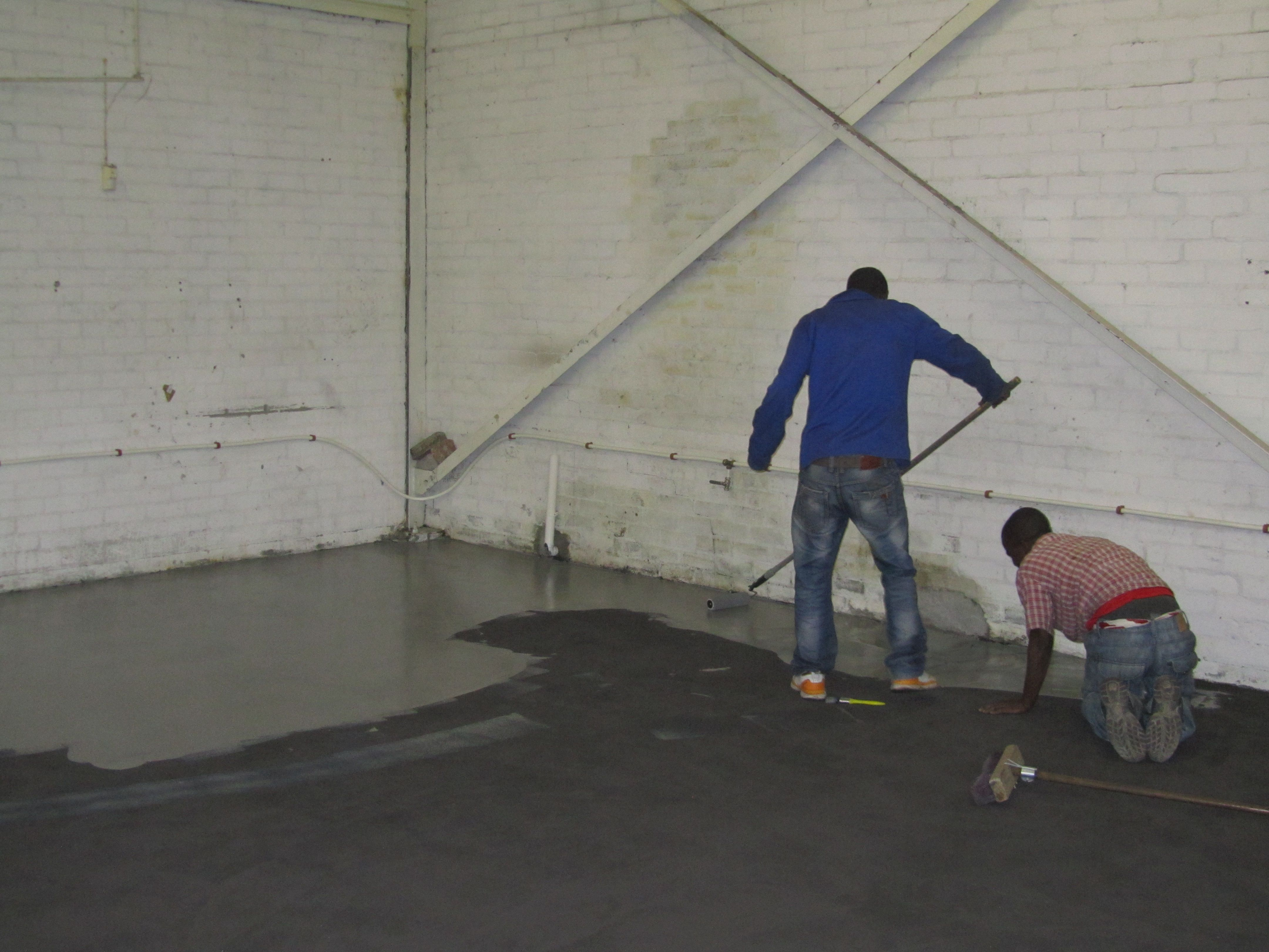 The final epoxy coat being rolled